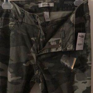 refuge Jeans - Comfy Camo Jeans